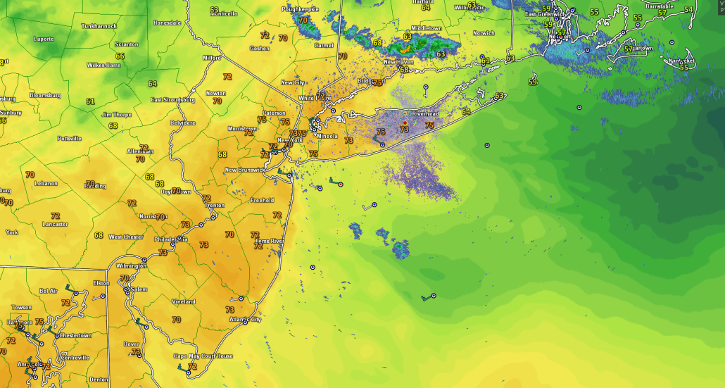 Latest regional radar mosaic, surface temperatures, offshore winds, showing a rather pleasant evening with showers located mainly to the north of the area